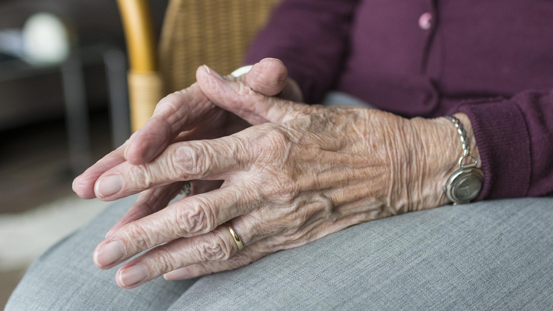 el-decalogo-imprescindible-para-un-buen-cuidado-de-personas-mayores-y-dependientes-1920