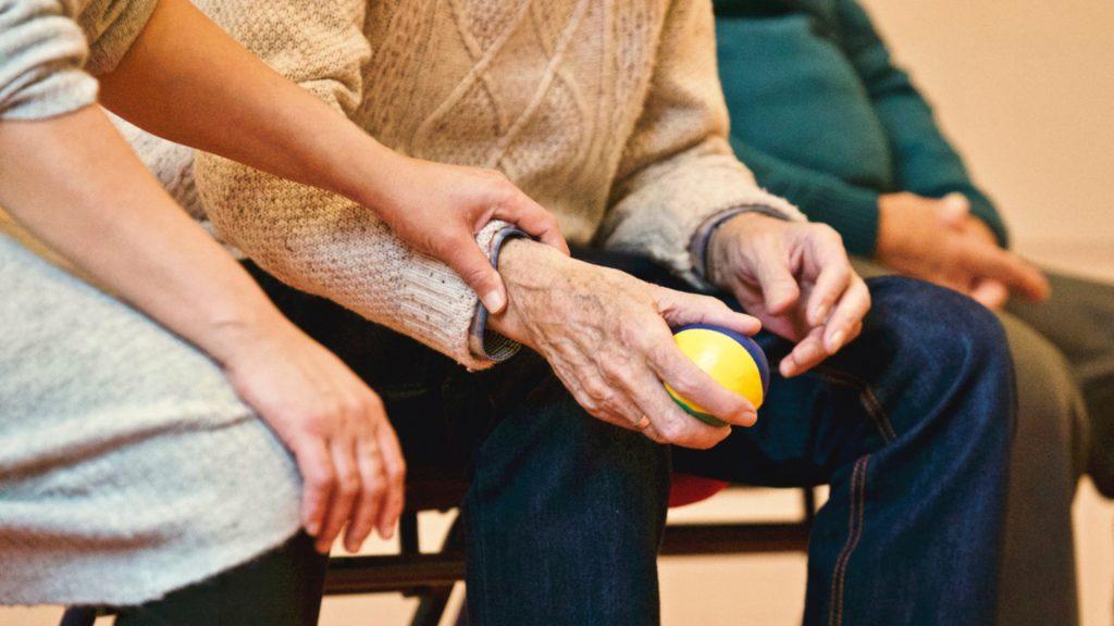 10-principios-basicos-para-tratar-y-cuidar-bien-a-las-personas-mayores-1920